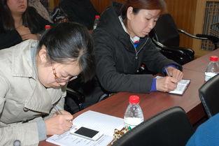 企业人员认真记录典型事迹-锦州市太和区国税局税务干部与纳税人共...