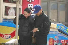 与老婆家群交全文阅读-郭晓冬带妻子做产检小心呵护