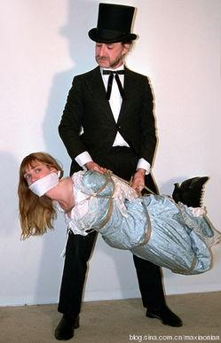 捆缚者-几幅热爱捆绑恋者的照片