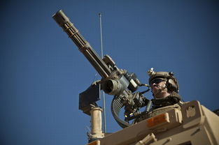 ...操作Mark-44机枪进行实弹射击.-火力强劲 实拍美军车载多管机枪实...