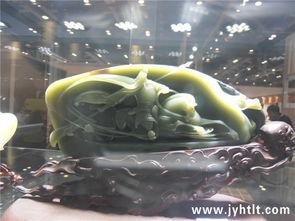 天镯灵师-青海青玉,一直价格不高.但不可否认的是,雕出的东西确实漂亮,显...