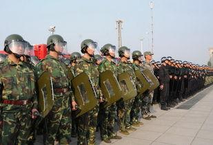 9月17日,在石家庄星辰广场,多个反恐处突队集结