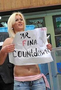 乌克兰大选遭遇美女 裸体抗议
