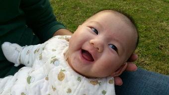 哈哈大笑-妈妈抱宝宝笑