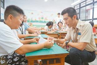 ...杰楷变身夏令营老师 和学生玩魔术亲和力十足 图