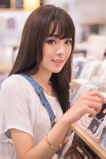 日系甜美美女图书馆写真手机壁纸