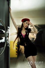 姐也色原创17p-芙蓉姐姐爆乳装上演制服诱惑 称央视春晚需改革