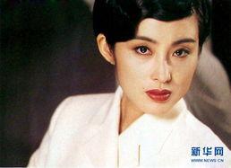 居香港,后进入亚洲电视艺员训练班,却于1987年被永盛电影公司老板...