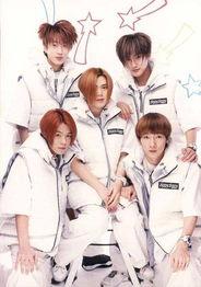 年代韩国歌坛的一个组合,在1996年以《战士的后代》出道