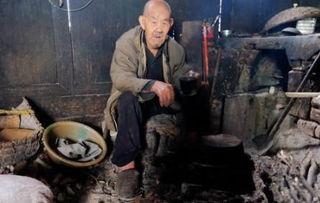 农村百岁高祖父,一碗 奢侈 面条加三个鸡蛋,月入六百自给自足