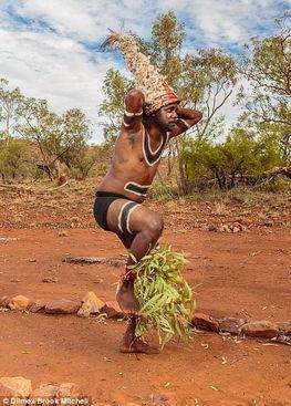 ...三个月全程记录澳洲土著人朝圣