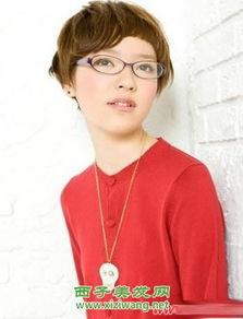 戴眼镜适合什么发型,来看适合戴眼镜的发型 6
