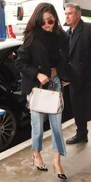 ins自拍女王Selena Gomez的街拍穿衣经 广告外链专区 01店手机网