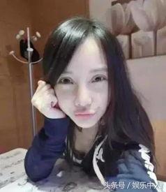 有李小璐的假脸姐妹团成员~   秦岚   以前的她是酱紫的~   这些照片都...