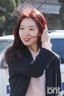 ...国演员朴信惠、少女时代成员秀英、Yuri前往韩国中央大学出席毕业...