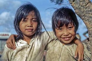 ...熙熙攘攘、居民忙忙碌碌、孩童笑容灿烂.这一张张拍摄于当时的...