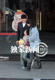 蛇女尿道口吞人本子- 日前某天下午,记者在北京街头撞见众多路人围绕着大批摄像器材人头...