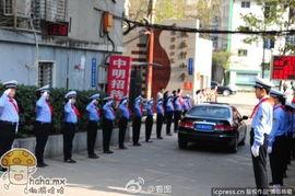 ...... 哈哈.MX 分享所有好笑的事情 -4月1日,武汉建乐村小学的 小小交...