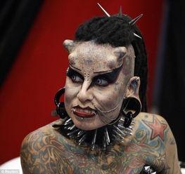 墨西哥惊现 吸血鬼女子 全身纹身头长角