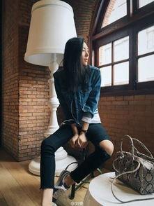 刘雯微博截图-模特刘雯晒美照秀长腿 网友 你就是风景