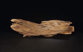 金麟香修-沉香   不是沉香木,而是一种树的分泌物所凝结成的树瘤.古书《修县...