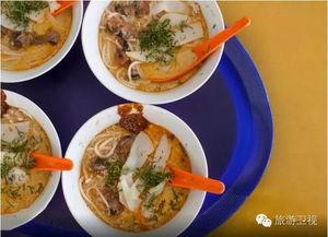用鸡肉上汤煮成的饭,配上白煮鸡肉或烧鸡肉,嫩滑的口感,胜于世间...