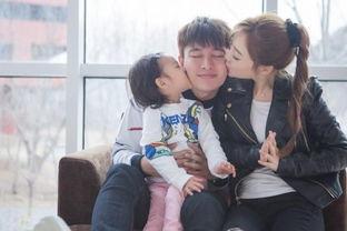 人人玩乡下小骚逼-昨天(4月12日)是   贾乃亮   31岁   生日   ,爱妻李小璐和宝贝女儿甜...