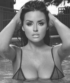 ...尔-拉奇福德(AbigailRatchford)拍摄了一组泳装写真,湿身戏水诱...