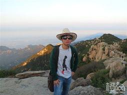站在泰山绝顶,望见无边云色,我忽然想起林清玄先生的那句话:爱的...