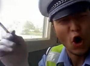 ...戴警帽高唱神曲自拍视频 影响交警形象被辞退
