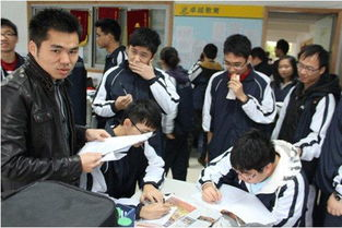 【武汉一名学生高考609分 执意复读】昨日的高招咨询会上,复读学校...