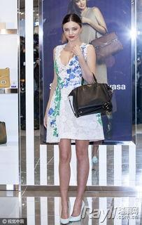高跟鞋.   亚洲人穿印花一定要小心,因为就连颜值高身材也不错的明...