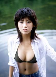 友田彩也香性感写真