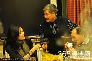 ...包场支持章子怡电影关系不一般 两人亲密拥抱一起吃火锅