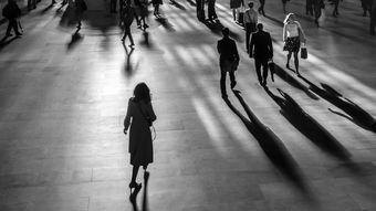 孤独一个人伤感背影欧美女生