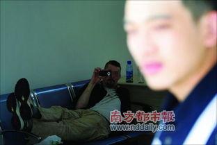 ...打市民张凯的一个老外在园岭派出所反拍记者.本报记者 -深圳市民...
