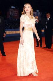 ...赫本礼服上榜 15件最美红毯服装 组图