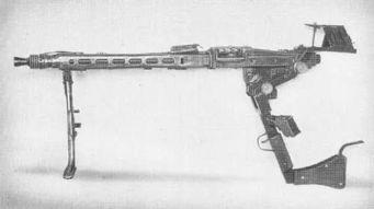 箩 k w弯汉枪腻瓮-▲二战时的MG42也才用过这种设计   这种匪夷所思的武器相信大家并...