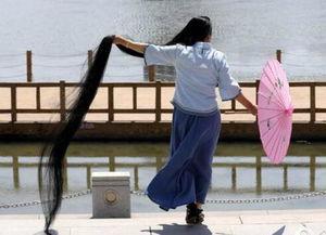 女子留3米长发 头发不单长见识也更广