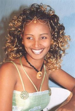 我想象中的非洲女人是小个子、黑皮肤、高颧骨、大鼻子、大嘴巴,长...