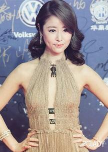 的上海准备重回台湾.美人如玉,精致的中长发做出卷度,显得性感而...