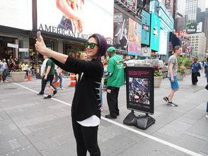 ...千嬅在纽约街头自拍.-杨千嬅美国出席NYAFF纽约亚洲电影节 两天...