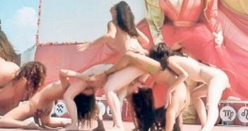 裸体瑜伽大师被指集体淫乱 被控与少女性交 -裸体瑜伽大师被指集体淫...