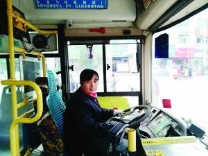 """啊 停 啊轻点h文公车-""""飞车送医""""的公交女司机姚红英-小伙发病女司机甩站送医 若晚15分..."""