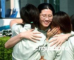 ...军三O七医院的女护士们最先进入小汤山,六月三十日最后撤离这...