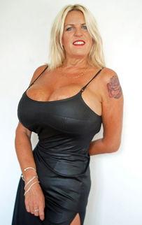英国第一大胸 女模离婚后隆胸成瘾欲升杯至32W