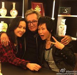 叶童夫妻与刘嘉玲-圣诞相聚 叶童老公左拥妻子右抱刘嘉玲