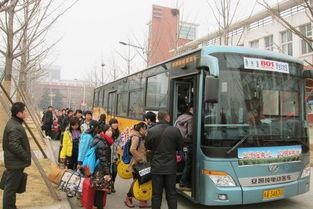 801路公交车驶进华园方便学子返乡