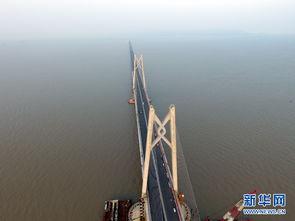 接香港、珠海、澳门的超大型跨海通道,全长55公里.新华网 伍嘉炜...