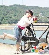 """男子将和女儿一起骑着""""老凤凰""""参加复古骑行活动-男子14年收藏15..."""